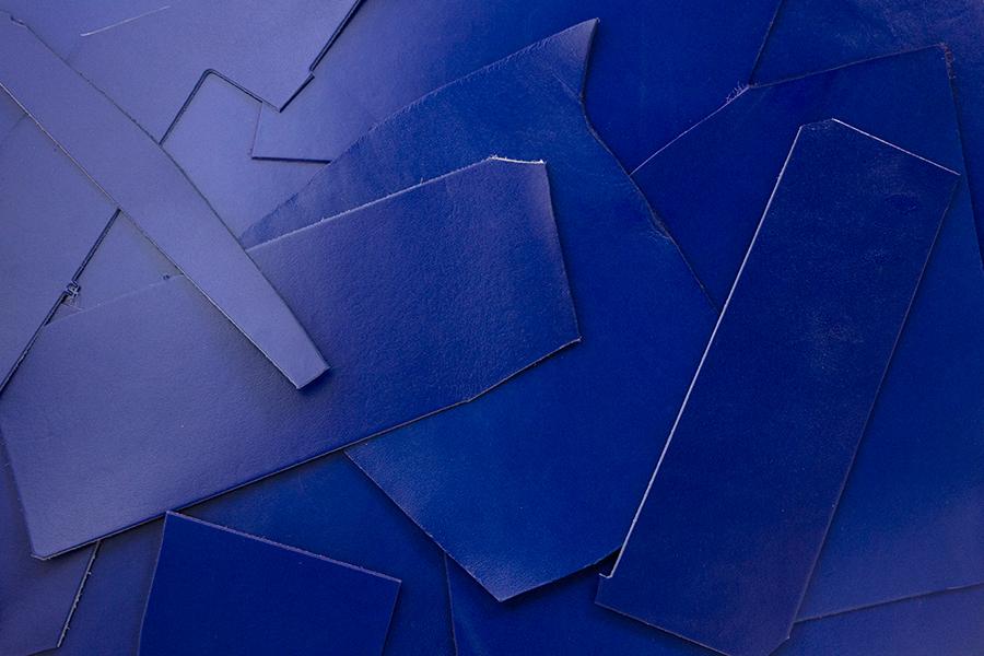 Lederreste Leder Glatt blau seidenglänzend